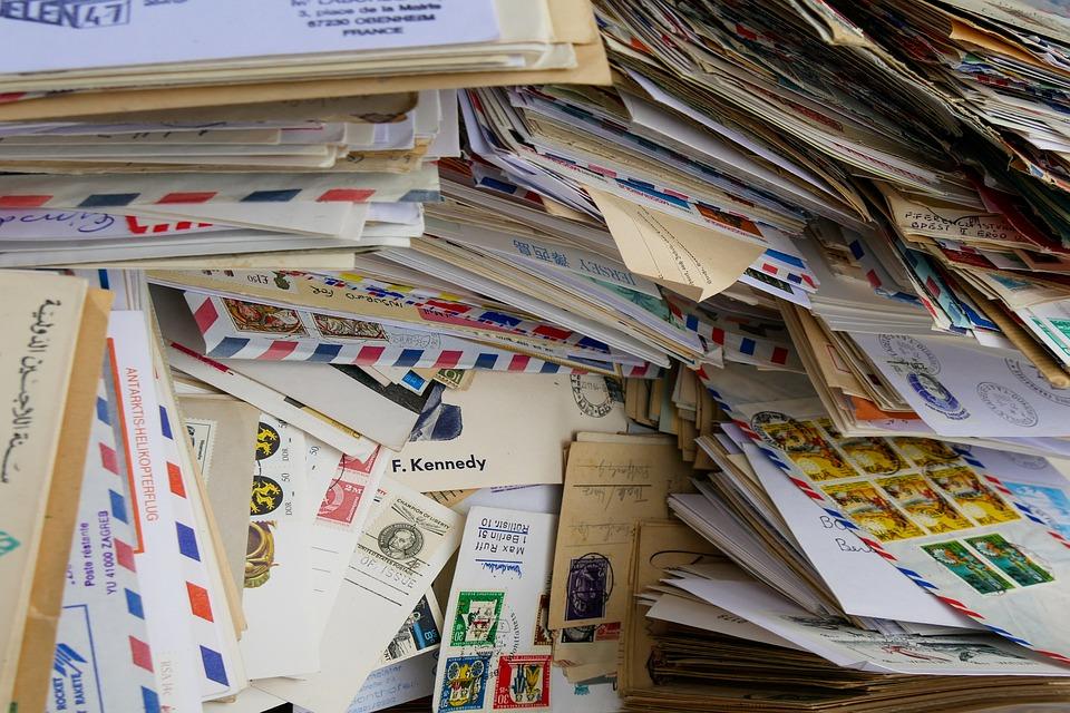 много конвертов